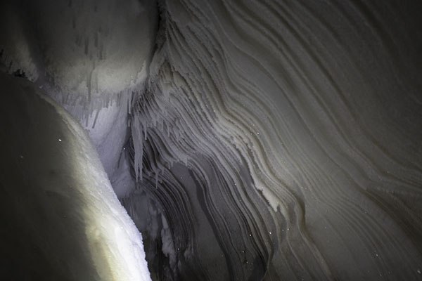 Foto van The interior of the ice caveSarkofagen en ijsgrot hike -