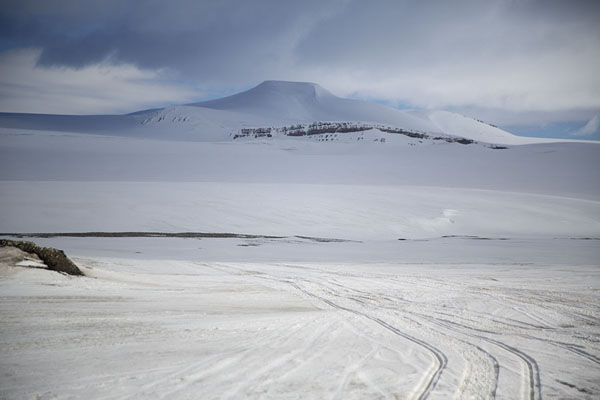 The way up Nordmannsfonna glacier to the east coast | Sneeuwmobiel naar Spitsbergen oostkust |