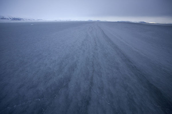 Long lines carved into the ice of Storfjorden | Formas de hielo de Storfjorden |