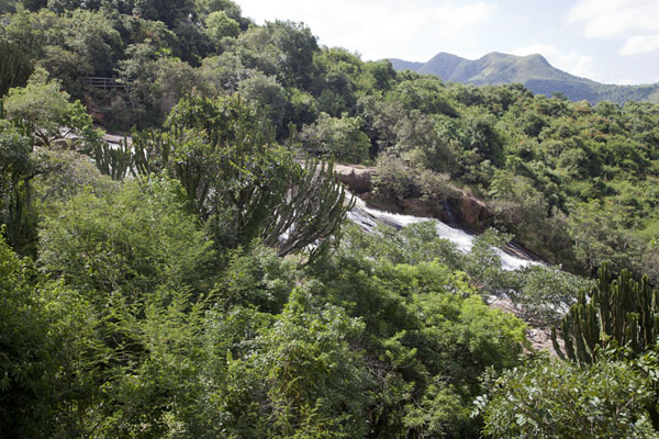 Photo de The hilly and green landscape around Phophonyane falls - Swaziland - Afrique