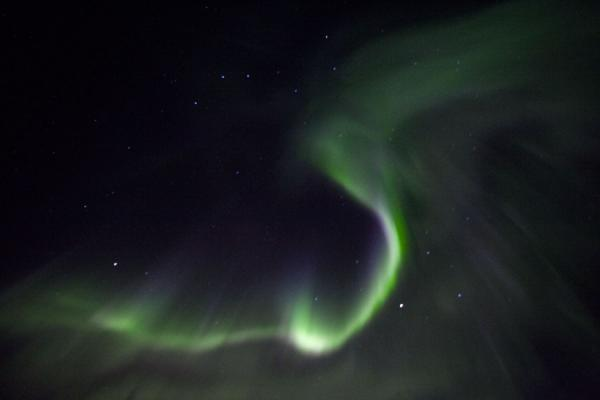 Brightly coloured light dancing in space | Abisko aurore polaire | la Suède