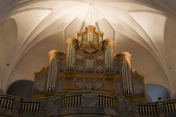 Foto van Huge organ built in the Netherlands above the entrance of Katarina KyrkanStockholm - Zweden