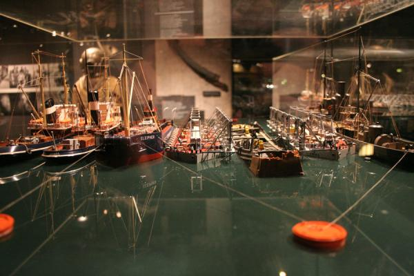 Picture of Vasa Museum: model showing how the Vasa was lifted from the seabed