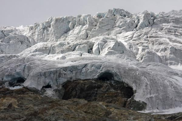 Mighty walls of ice form a glacier on the rocks | Matterhorn Hiking | Switzerland