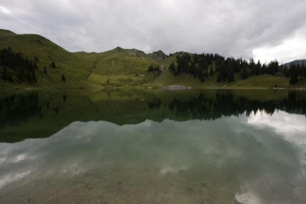 Reflection of mountains and trees in tranquil Oberstockensee | Stockhorn | Svizzera