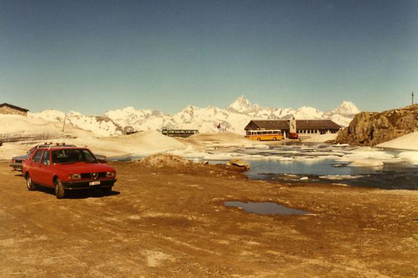 Picture of Lake, cars and bus right on top of the Nufenen pass at 2478 metres altitude