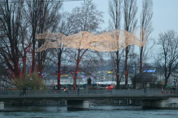 Floating traveller sculpture near the Pont de la Machine in Geneva | Yalil Sculptures | Switzerland