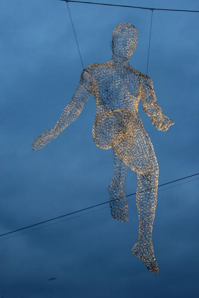 Iron sculpture hanging in the air | Yalil Sculptures | Switzerland