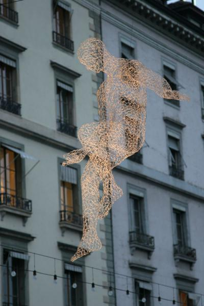 Iron sculpture appearing to tip-toe through the air | Yalil Sculptures | Switzerland