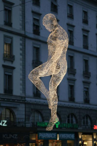 Not a ghost, but a work of art floating through the air | Yalil Sculptures | Switzerland