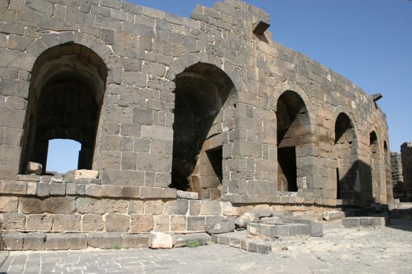 Picture of Bosra Amphitheatre (Syria): Arches of the Bosra amphitheatre seen from the fortress
