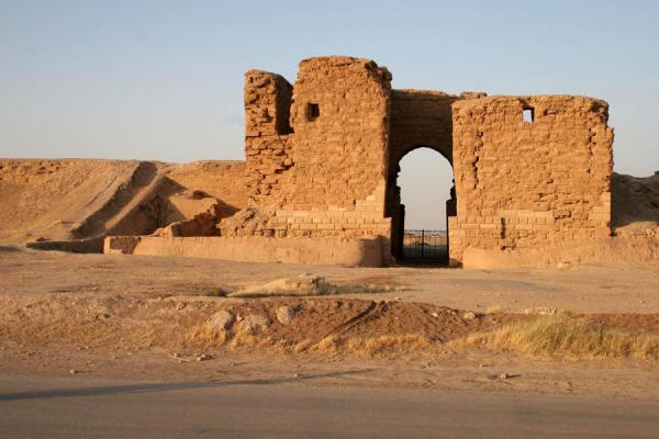 Picture of Syria (Palmyra Gate: impressive gate in the defensive walls of Doura Europos)