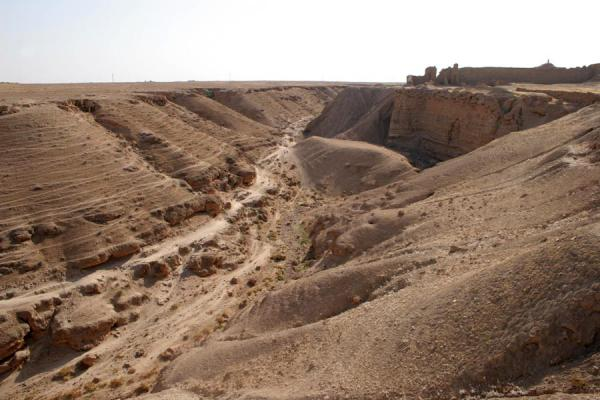 Picture of Doura Europos (Syria): Doura Europos: walled fortifications and the canyon as natural protector