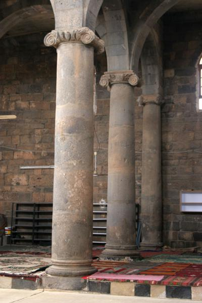 Picture of Omar Mosque (Syria): Omar mosque: some of the ancient black columns