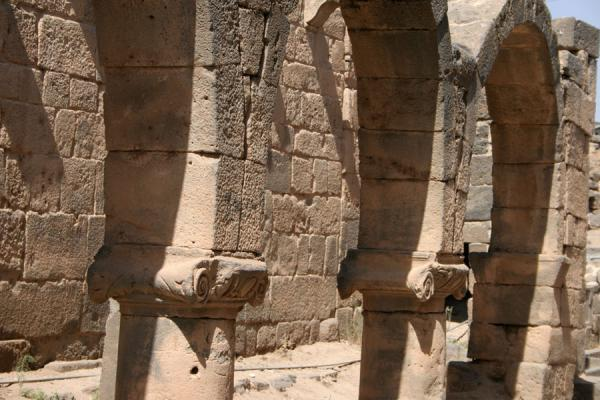 Picture of Omar Mosque (Syria): Omar mosque: arches and pillars outside the building