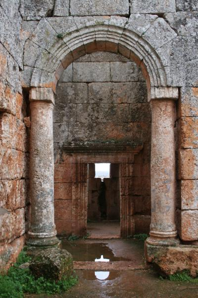 Arches in the ruins of Serjilla | Serjilla | Siria