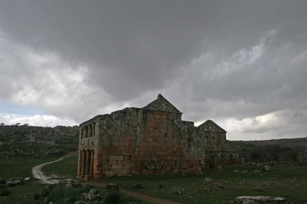 Picture of Serjilla (Syria): Tavern of Serjilla under a grey sky