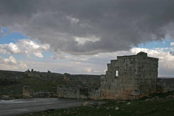 Picture of Serjilla (Syria): Serjilla seen from the entrance, looking down into the valley