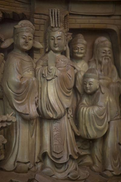 Picture of Guandu temple (Taiwan): Figures carved out of wood in Guandu temple