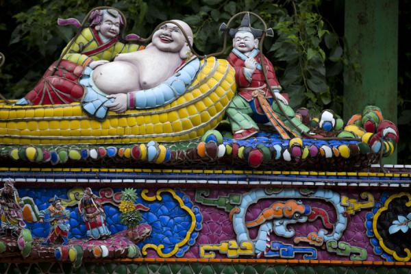 Picture of Guandu temple (Taiwan): Colourful and lively statues on the wall surrounding Guandu temple