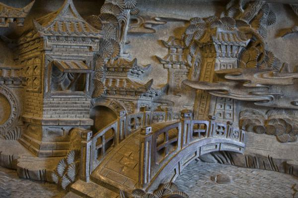 台湾 (Bridge carved out in a relief in Guandu temple)