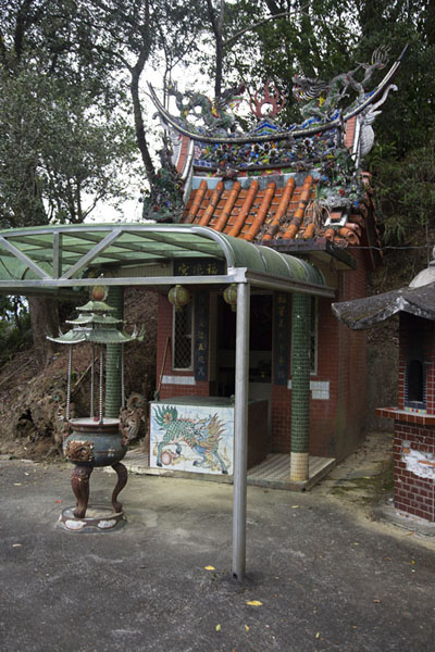 Small temple near the tea fields of Pinglin | Champs de thé de Pinglin | Taiwan