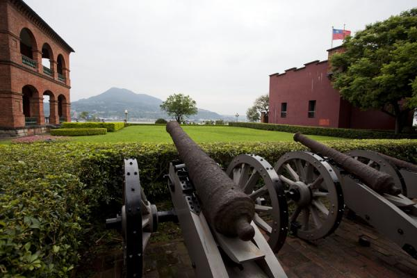 Photo de Fort Antonio on the right, the British Consular Residence on the left, and cannons in the middle - Taiwan - Asie
