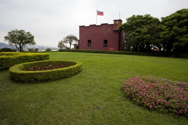 Picture of San Domingo Fort (Taiwan): Flowers on the lawn between the former consular residence and the fort