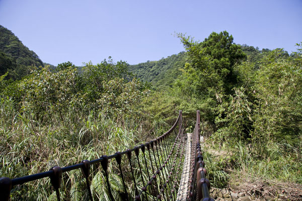 Picture of Sandiaoling Waterfall Trail (Taiwan): Footbridge spanning a river on the Sandiaoling waterfall trail
