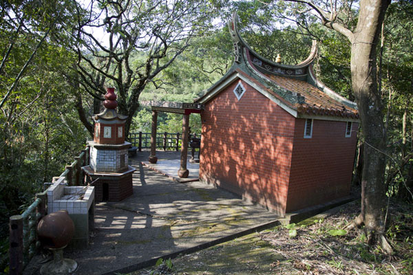Foto de Small old pavilion with views of yet another waterfallSandiaoling - Taiwán