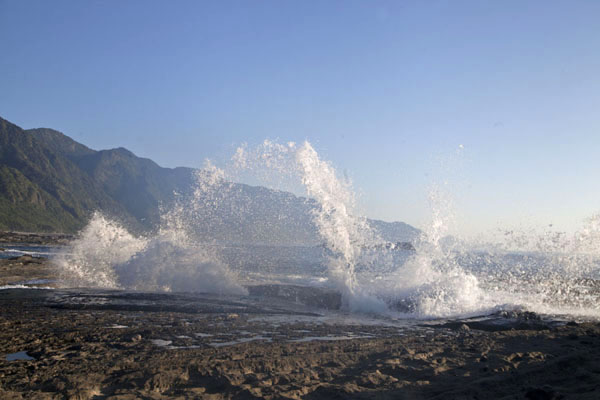 Foto van Spray of sea water at ShihtipingEast Coast - Taiwan