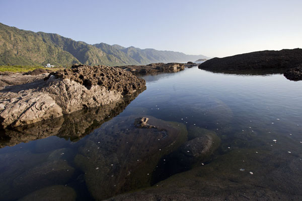 Foto di Taiwan (Quiet water in a natural pool south of Shihtiping in the early morning)