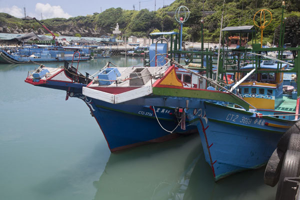 Foto de Fishing boats docked in the protected port of ShihtipingEast Coast - Taiwán