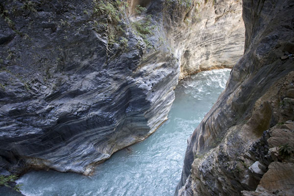 Picture of Taroko Gorge (Taiwan): Marble walls through which the river squeezes itself
