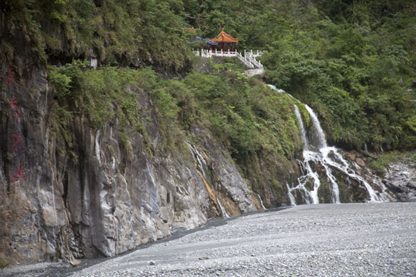 Picture of Taroko Gorge (Taiwan): The pavilions at Eternal Spring Shrine seen from a distance