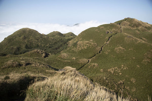 Looking towards Mount Qixian from the east peak | Yangmingshan National Park | Taiwán