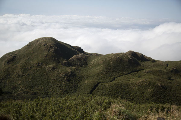 Looking west over the mountains and clouds | Yangmingshan National Park | 台湾