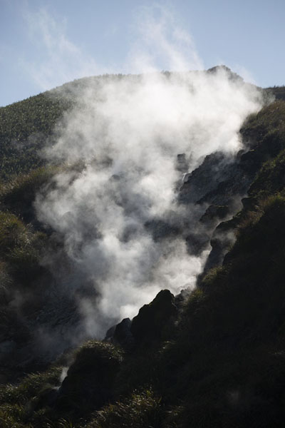 Foto van Steam coming off fumaroles on the hills at the north of Yangmingshan National Park - Taiwan - Azië