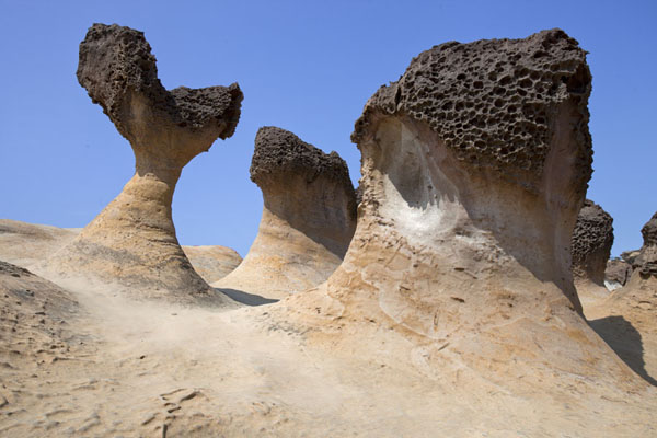 Foto van Mushroom rocks exist in all kinds of shapes, and carry names such as Japanese Geisha and Cute PrincessYeliu - Taiwan