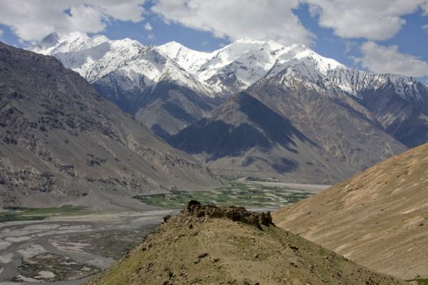Picture of Abrashim Qala (Tajikistan): Hill with Abrashim Qala and mountains of the Wakhan range in the background