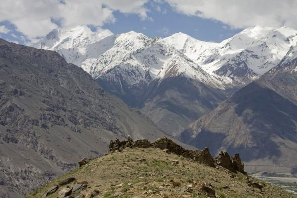Picture of Abrashim Qala (Tajikistan): Afghan mountains with Abrashim Qala in the foreground