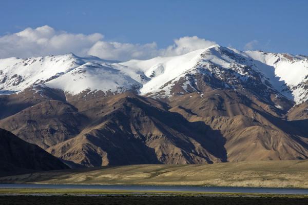 Imposing mountains towering over Lake Bulunkul | Bulunkul | Tajikistan