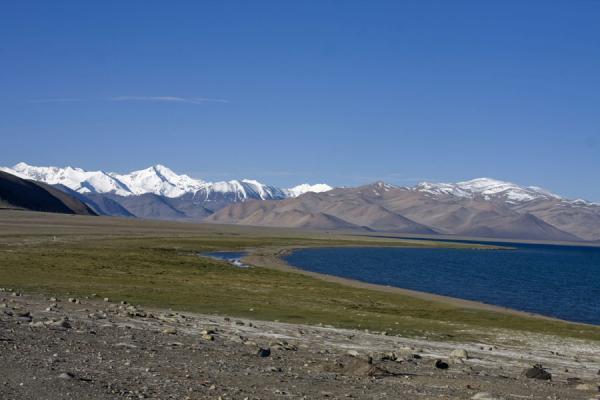 Picture of Lake Kara Kul (Tajikistan): Lake Kara Kul and surrounding mountains
