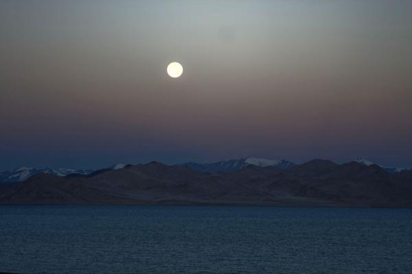 Picture of Lake Kara Kul (Tajikistan): Full moon setting over Lake Kara Kul