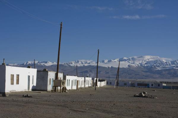 Picture of Lake Kara Kul (Tajikistan): Whitewashed houses of Karakul