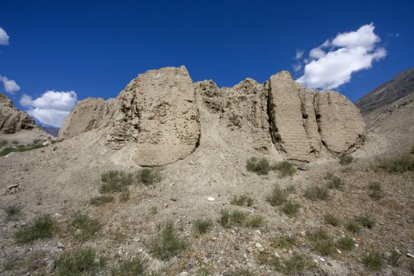 Foto di Frontal view of the ruins of Khakha fortressNamadguti - Tagikistan