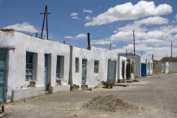Foto van White houses in a street typical of MurgabMurgab - Tadzjikistan