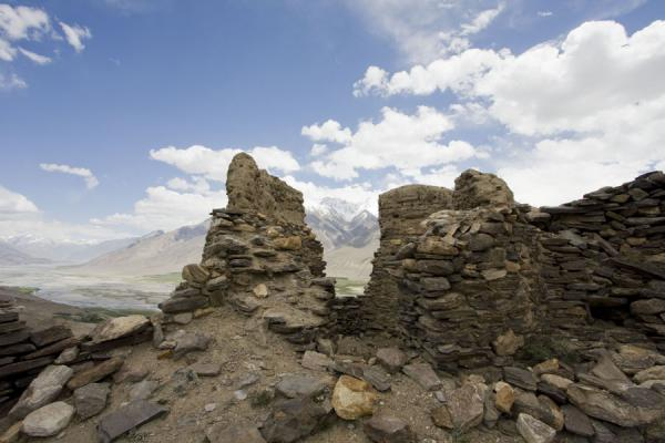 Foto van Ruins of Yamchun fortress with Wakhan valley in the backgroundYamchun - Tadzjikistan