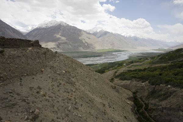 Foto van Wakhan valley seen from a wall of Yamchun fortressYamchun - Tadzjikistan