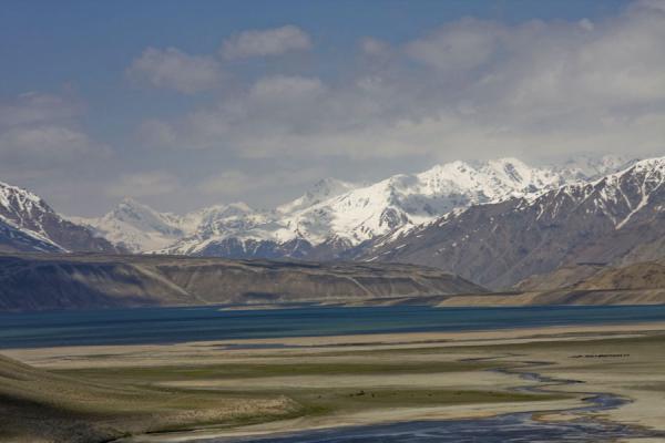 Picture of Yashil Kul (Tajikistan): Snow-capped mountains, Alichur river, and Yashil Kul